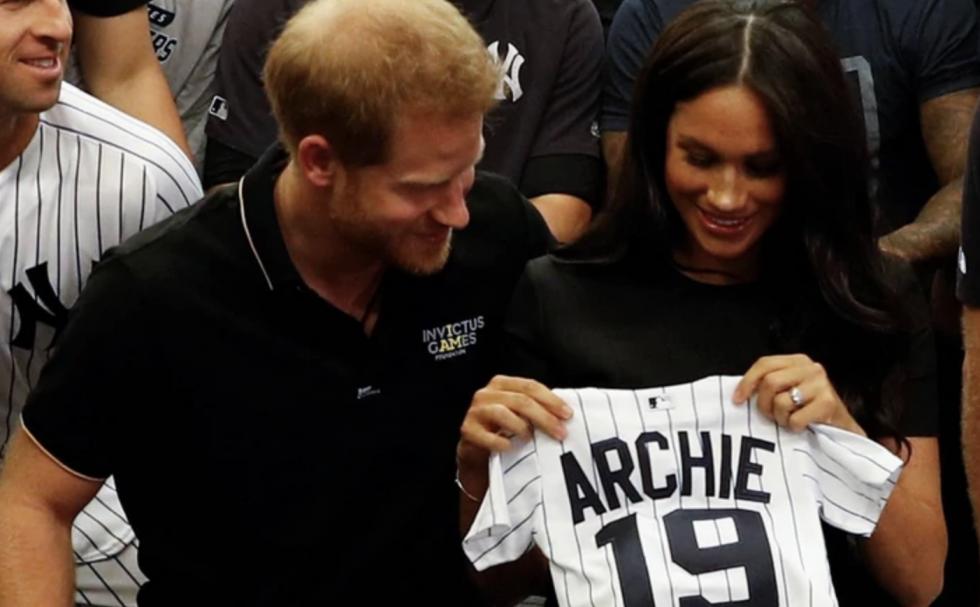 Amerykańscy baseballiści wręczyli prezenty dla synka księcia Harrego i Meghan