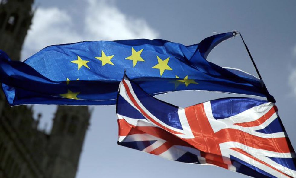 Brytyjscy ministrowie uznani za winnych obrazy parlamentu