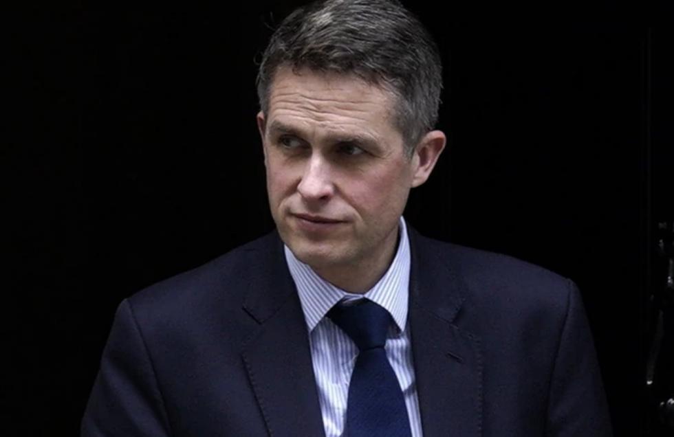 Brytyjski minister edukacji Gavin Williamson zapowiedział, że wszystkie szkoły na terenie kraju zostaną w piątek zamknięte do odwołania.