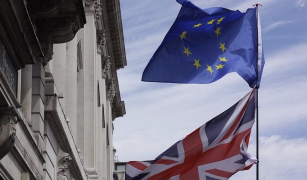 Para z Wielkiej Brytanii złożyła wnioski o paszport jednego dnia. Dostali dwa różne dokumenty