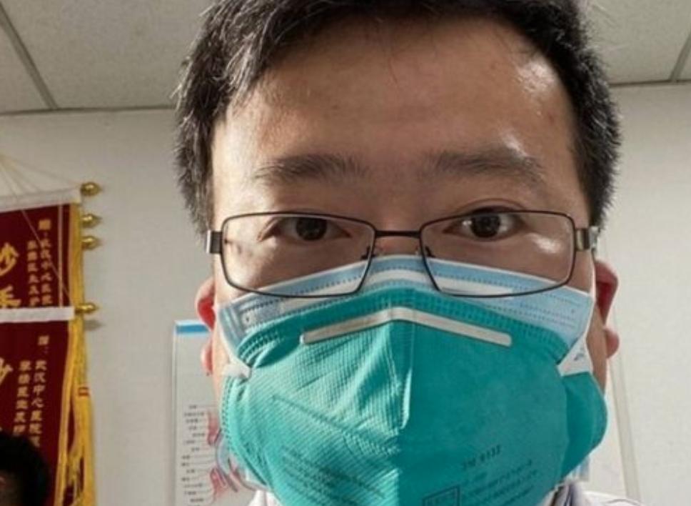 Policja w Wuhanie przeprosiła za działania wobec zmarłego na Covid-19 lekarza Li Wenlianga