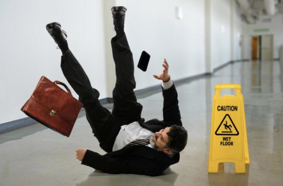 Wypadek w pracy może spowodować ...