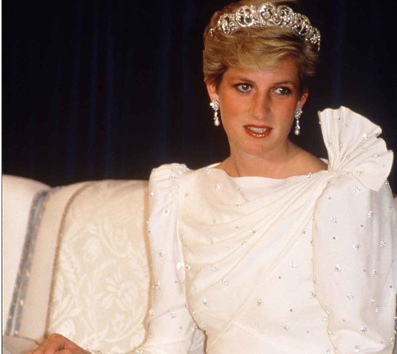 Znalazła suknię księżnej Diany w second-handzie.